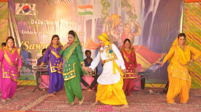 Delhi Study Group women performing Haryali Teej Punjabi Gidda at the Embassy of the Republic of Korea, New Delhi